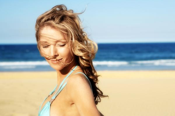 zasady pielęgnacji włosów latem